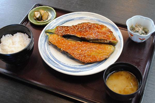 信州の伝統野菜を使った茄子田楽定食